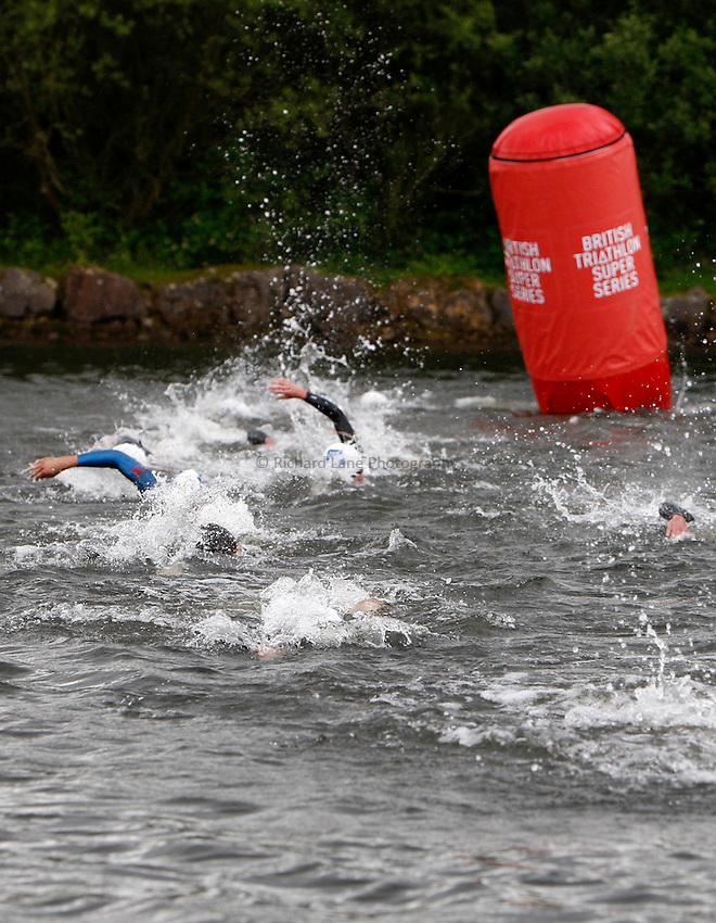 Photo: Richard Lane/Richard Lane Photography. British Triathlon Super Series, Parc Bryn Bach. 18/07/2009. Men's Elite Race swimming.