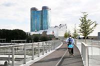 Nederland Utrecht 2017. Hoofdkantoor van de Rabobank. De Moreelsebrug. Een fiets-loopbrug over het spoor.  Foto Berlinda van Dam / Hollandse Hoogte