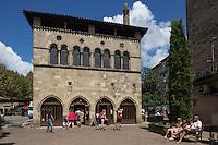 France, Midi-Pyrénées, Lot (46), Figeac:  L'Hôtel de la Monnaie (Oustal dé lo Mounédo) du XIIIe siècle, converti en musée   // France, Midi Pyrenees, Lot),  Figeac: The Hôtel de la Monnaie building is typical of Figeac's civil architecture, is now a museum