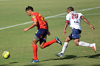 BARRANQUIILLA -COLOMBIA-9-JULIO-2014. Cristian Fernandez  (Izq) de Uniautonoma disputa el balon con Campo Santacruz de Union Magdalena por la Copa Postobon II en el estadio Metropolitano. Cristian Fernandez  (L) of Uniautónoma dispute the ball with Campo Santacruz  o Union Magdalena  by Postobon  Cup II in Metropolitan Stadium Photo:VizzoImage / Alfonso Cervantes / Stringer