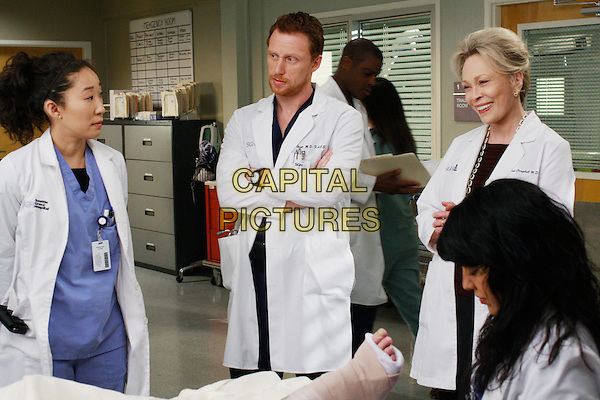 """SANDRA OH, KEVIN MCKIDD, FAYE DUNAWAY, SARA RAMIREZ.in Grey's Anatomy (season 5 ep 16 """"An Honest Mistake"""") .*Filmstill - Editorial Use Only*.CAP/NFS.Supplied by Capital Pictures."""