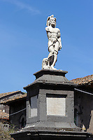 Statue vor Chiesa San Nicola in Randazzo, Sizilien, Italien