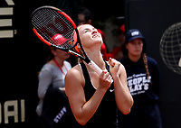 BOGOTÁ -COLOMBIA, 15-04-2018:Anna Karolina Schmiedlova  de Eslovaquia se coronó campeona del Claro Open Colsánitas WTA  international event 2018 que se jugó  en El Club Los Lagartos al norte de la Capital , al vencer a la española Lara Arruabarrena ./ Anna Karolina Schmiedlova from Slovakia was crowned champion of the Claro Open Colsánitas WTA international event 2018 that was played at Club Los Lagartos north of the Capital, beating the Spanish Lara Arruabarrenal. Photo: VizzorImage/ Felipe Caicedo / Staff