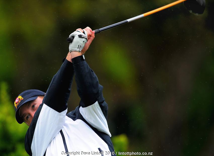 Manawatu-Wanganui's Ewen Westergaard. Toro Interprovincial Men's Golf Championships at Paraparaumu Beach Golf Club, Paraparaumu on Tuesday, 7 December 2010. Photo: Dave Lintott / lintottphoto.co.nz