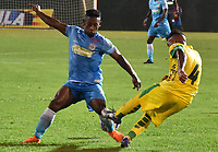 MONTERIA - COLOMBIA, 06-08-2018: Pablo Rojas (Izq) jugador de Jaguares de Córdoba disputa el balón con Carlos Gallego (Der) jugador de Leones F.C. durante partido por la fecha 3 de la Liga Águila II 2018 jugado en el estadio Municipal de Montería. / Pablo Rojas (L) player of Jaguares of Cordoba vies for the ball with Carlos Gallego (R) player of Leones F.C. during a match for the date 3 of the Liga Aguila II 2018 at the Municipal de Monteria Stadium in Monteria city. Photo: VizzorImage / Andres Felipe Lopez / Cont