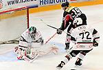 15.10.2010, Eisstadion, Heilbronn, GER, 2.Liga Eishockey, Heilbronner Falken vs Starbulls Rosenheim, im Bild vl. EWERT Timon (Starbulls #90), Aaron Slattengren (Falken #19), SENGER Nikolaus (Starbulls #72),Foto © nph / Roth