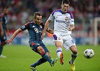 FUSSBALL   CHAMPIONS LEAGUE   SAISON 2013/2014   Vorrunde FC Bayern Muenchen - ZSKA Moskau       17.09.2013 Rafinha (li, FC Bayern Muenchen) gegen Steven Zuber (ZSKA Moskau)