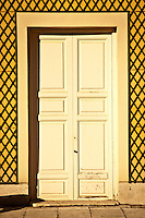 Prince's garden in Aranjuez, the beautiful garden of the royal court with old trees, gorgeous houses, mansions, wild animals and near the Tajo river. Detail of a door