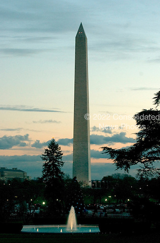 Washington, D.C. - November 22, 2005 -- The Washington Monument at dusk from the South Lawn of the White House in Washington, D.C. on November 22, 2005. .Credit: Ron Sachs / CNP
