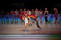 Berlin,Ein Transvestit Model geht am Freitag (10.05.13) in Berlin während eines Drag-Queen Castings im Friedrichstadt-Palast auf der Bühne entlang: Timur Emek/CommonLens