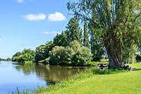 France, Cher (18), Apremont-sur-Allier, labellisé Plus Beaux Villages de France, les rives de l'Allier