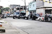 AMERICANOPOLIS, SP, 13 DE FEVEREIRO DE 2013 - COTIDIANO 2013 -A polícia cercava um atirador em uma casa na Rua Serra das Vertentes me  Diadema, na Grande São Paulo, na manhã desta quarta-feira (13). Segundo as primeiras informações, no final da noite desta terça-feira (12), ele havia feito várias pessoas reféns dentro de uma casa. A informação foi negada pela Polícia Militar por volta das 7h. Segundo a PM, a residência estava fechada e vazia. O Homem indentificado com Adonis Duarte de Lima de 38 anos   (FOTO: ADRIANO LIMA / BRAZIL PHOTO PRESS).