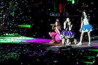 Veracruz, Veracruz, México .- Durante el primer día del Carnaval de Veracruz se presentó el grupo juvenil EME 15 integrado por Paulina Gotto, Eleazar Gómez, Natasha Dupeyrón, Yago Muñoz, Macarena Achaga y Jack Duarte. En medio de gritos y bailes los jóvenes cautivaron al público jarocho. 6 febrero del 2013.<br /> <br />  (©KoralCarballo/NortePhoto)