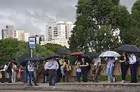 SAO PAULO, 13 DE MARCO DE 2013 - CLIMA  TEMPO SP - Chuva atinge a capital, na regiao oeste, na tarde desta quarta-feira, 13. (FOTO: ALEXANDRE MOREIRA / BRAZIL PHOTO PRESS)