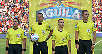IBAGUÉ - COLOMBIA, 04-02-2018:Eder Vergara referee central durante el partido entre el Deportes Tolima   y Atlético Nacional   por la fecha 1 de la Liga Águila II 2018 jugado en el estadio Manuel Murillo Toro en la  ciudad de Ibagué . / Central Referee Eder Vergara during match between Deportes Tolima and Atletico Nacional  for the date 1 of the Aguila League II 2018 played at Manuel Murillo Toro  stadium . Photo: VizzorImage/ Juan Carlos Escobar  / Contribuidor