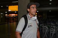 SAO PAULO, SP, 15 MARCO 2013 -   Jadson no desembarquer da equipe do  Sao Paulo após partida contra o Arsenal da Argentina valida pela taca Libertadores da America, no aeroporto de Cumbica , em Guarulhos. nesta sexta feira 15. (FOTO: ALAN MORICI / BRAZIL PHOTO PRESS).
