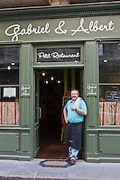Europe/France/Aquitaine/33/Gironde/Médoc/Bordeaux: Guillaume Hénin devant son restaurant: Gabriel & Albert,  [Non destiné à un usage publicitaire - Not intended for an advertising use]