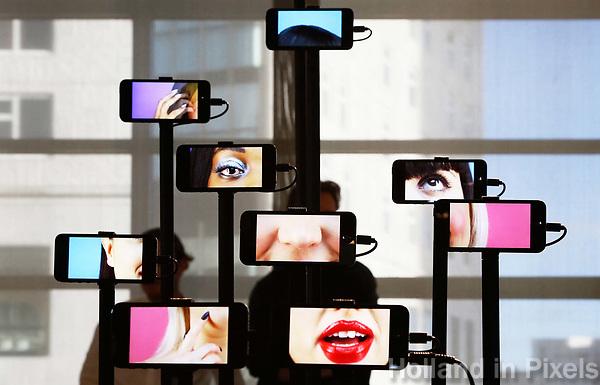 Nederland  Eindhoven 2017 . DDW. Dutch Design Week.  Expositie in de Witte Dame. Graduation Show.  Adore Me van Jella Lena van Eck.  The face of Instagram. Foto Berlinda van Dam / Hollandse Hoogte
