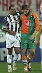 Ivan Klasnic - dreimal die Woche zur Blutwaesche - so lautet die Diagnose beim ehemaligen Werder Stuermer. Ivan ist auf eine neue Niere angwiesen - die von seinem Vater 2007 transplantierte Niere arbeitet nicht mehr. Nun wartet er auf eine neue Niere<br /> Archiv aus: <br />  Efes Pilsen Cup 5 - Antalya (Türkei)<br /> Werder Bremen vs. Besiktas Istanbul<br /> <br /> Ailton (links) von Besiktas Istanbul trifft seinen ehemaligen Mitspieler Ivan Klasnic (rechts) von Werder Bremen wieder.<br /> <br /> Foto © nordphoto