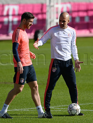 22.02.2016. Munich, Germany.  Munich's head coach Pep Guardiola (R) and Xabi Alonso in action during the final training session in Munich, Germany, 22 February 2016. Munich will meet Juventus Turin in the round of the last sixteen Champions League match on 23 February 2016.