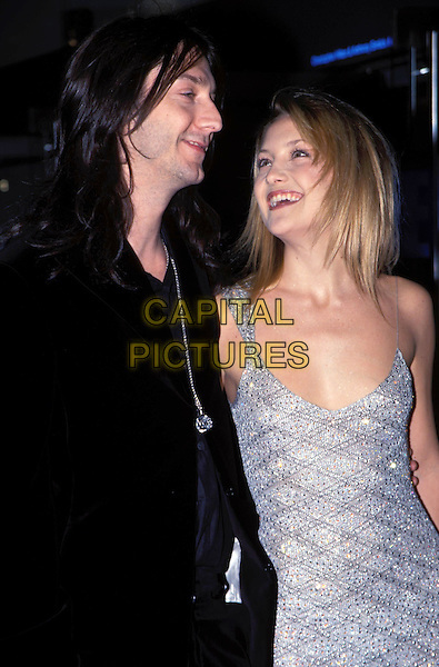 KATE HUDSON & CHRIS ROBINSON.(Black Crowes).Opening of London Film Festival.Leicester Square Odeon.Silver, black, smiling.sales@capitalpictures.com.www.capitalpictures.com.©Capital Pictures