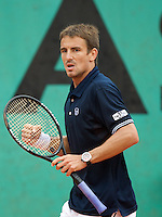 Tommy Robredo (ESP) (16) against Daniel Gimeno-Traver (ESP) in the second round of the Men's Singles. Robredo beat Gimeno-Traver 6-4 6-4 6-3..Tennis - French Open - Day 5 - Wed 28th May 2009 - Roland Garros - Paris - France..Frey Images, Barry House, 20-22 Worple Road, London, SW19 4DH.Tel - +44 20 8947 0100.Cell - +44 7843 383 012