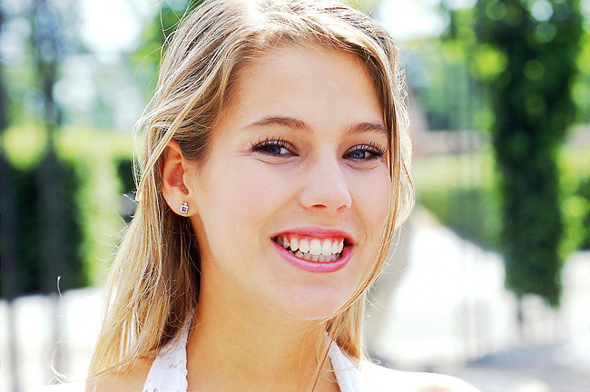 Beaute, jeune femme blonde souriant *** Young blonde smiling, Female Beauty