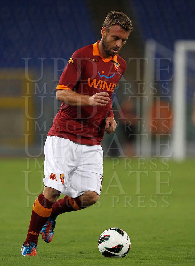 Calcio: partita amichevole Roma-Aris Salonicco. Roma, stadio Olimpico, 19 agosto 2012..AS Roma midfielder Daniele De Rossi in action during a football friendly match between AS Roma and Aris Thessaloniki, at Rome, Olympic stadium, 19 August 2012..UPDATE IMAGES PRESS/Isabella Bonotto