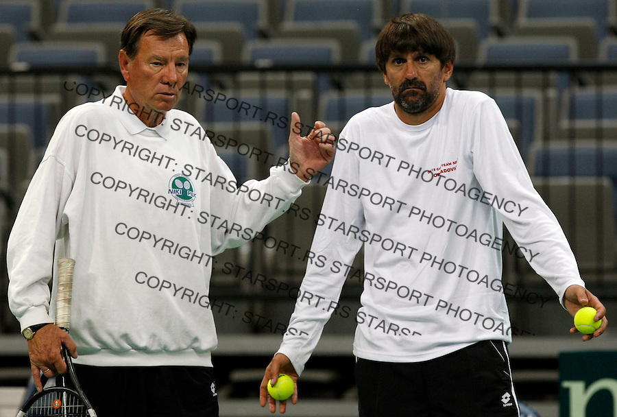 Tenis, Davis Cup 2010.Serbia Vs. Czech Republic, semifinals.Practice session.Team captain Bogdan Obradovic, left and Nikola Pilic.Beograd, 15.09.2010..foto: Srdjan Stevanovic/Starsportphoto ©