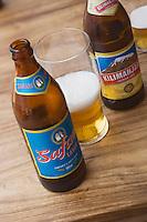 Afrique/Afrique de l'Est/Tanzanie/Zanzibar/Ile Unguja/Stone Town: bières locales, la Kilimanjaro et la Safari, a la terrasse du Livingstone Beach Restaurant