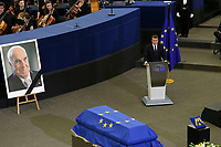 Emmanuel Macron <br /> STRASBOURG, FRANCE - JULY 01: The guard of honor carrie the coffin of former German Chancellor Helmut Kohl draped with a flag of the European Union out of the memorial ceremony at the European Parliament on July 1, 2017 in Strasbourg, France. Kohl was chancellor of Germany for 16 years and led the country from the Cold War through to reunification. He died on June 16 at the age of 87. <br /> Foto Elyxandro Cegarra / Panoramic / Insidefoto <br /> ITALY ONLY