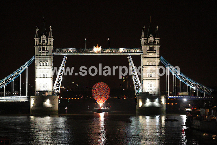 **ALL ROUND PICTURES FROM SOLARPIX.COM**.**NO UK NEWSPAPER PUBLICATION**.**UK MAGAZINE & SUPPLEMENT PUBLICATION ONLY** AND NO PUBLICATION IN AUSTRALIA, GERMANY, ITALY AND SCANDINAVIA** .For the first time in London's history, Tower Bridge lifted it bascules to give way to a hot air balloon in the early hours of this morning. The balloon, which took a Bristol based company some 980 hours make, was made to promote the new Disney Pixar movie 'UP'. 540 add on balloons were individually sewn on, and 1650 metres of fabric was used to create the final effect. 1 October 2009..This pic: Hot Air Balloon..JOB REF: 10049 SFE       DATE: 01_10_2009.**MUST CREDIT SOLARPIX.COM OR DOUBLE FEE WILL BE CHARGED**.**MUST NOTIFY SOLARPIX OF ONLINE USAGE**.**CALL US ON: +34 952 811 768 or LOW RATE FROM UK 0844 617 7637**