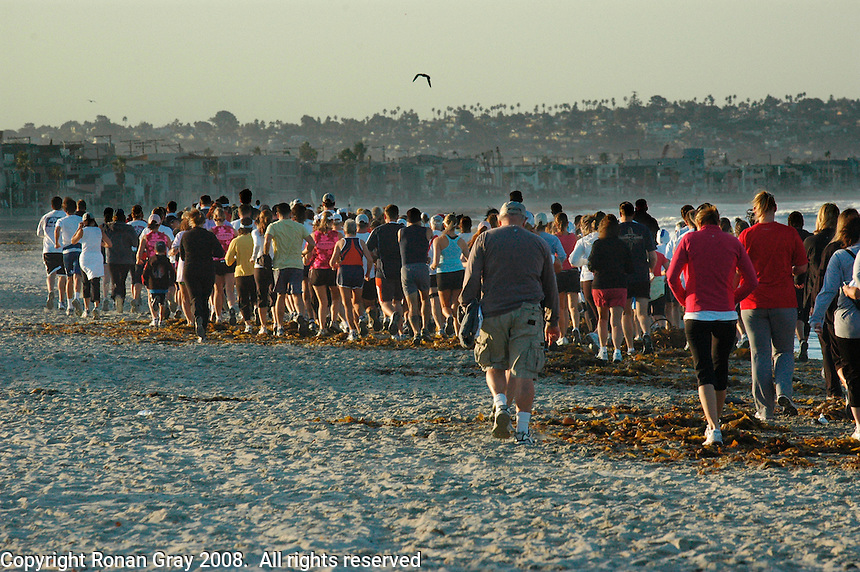 Saturday, October 11, 2008.  Pacific Beach, San Diego, USA.  The 2008 Pacific Beach Fest 8K fun run and walk from the pier to the jetty gets underway at 7:30am under clear skies and unusually strong breezes