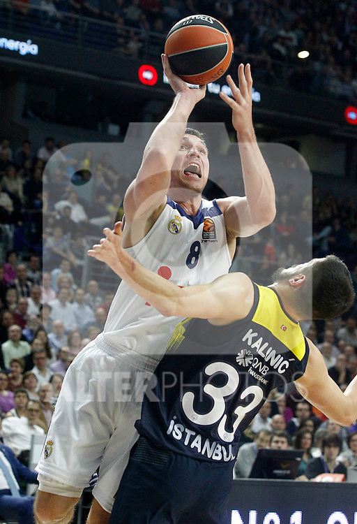 Real Madrid's Jonas Maciulis (l) and Fenerbahce Istambul's Nikola Kalinic during Euroleague, Regular Season, Round 29 match. March 31, 2017. (ALTERPHOTOS/Acero)