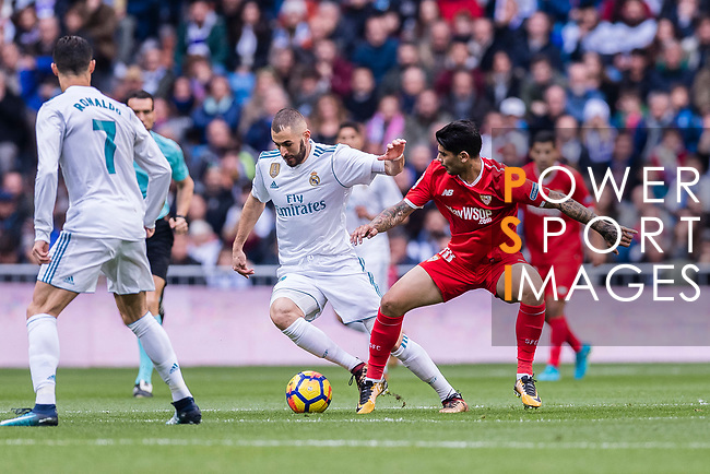 Karim Benzema of Real Madrid (L) fights for the ball with Ever Banega of Sevilla FC (R) during the La Liga 2017-18 match between Real Madrid and Sevilla FC at Santiago Bernabeu Stadium on 09 December 2017 in Madrid, Spain. Photo by Diego Souto / Power Sport Images