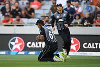 Ish Sodhi takes a catch to dismiss Zaman.<br /> Pakistan tour of New Zealand. T20 Series.2nd Twenty20 international cricket match, Eden Park, Auckland, New Zealand. Thursday 25 January 2018. &copy; Copyright Photo: Andrew Cornaga / www.Photosport.nz