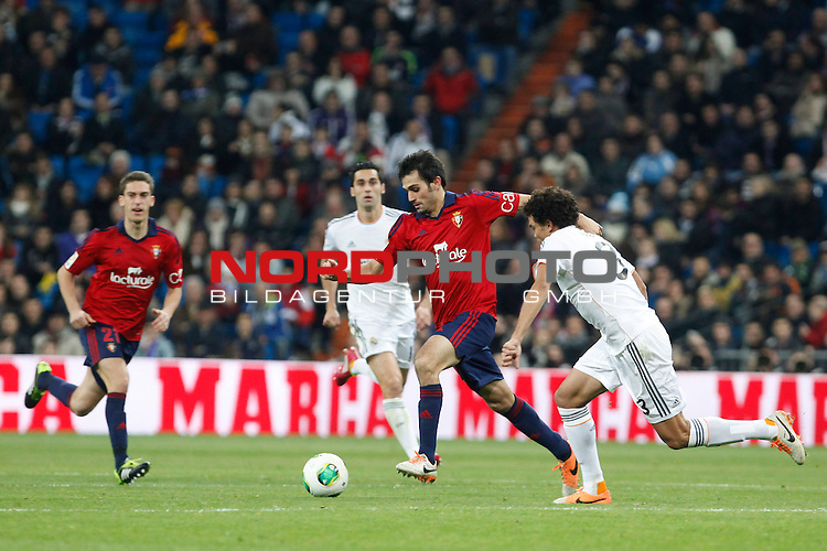 Real Madrid¬¥s Arbeloa (2L) and Pepe (R) and Osasuna¬¥s  during King¬¥s Cup match in Santiago Bernabeu stadium in Madrid, Spain. January 09, 2014. Foto © nph / Victor Blanco)