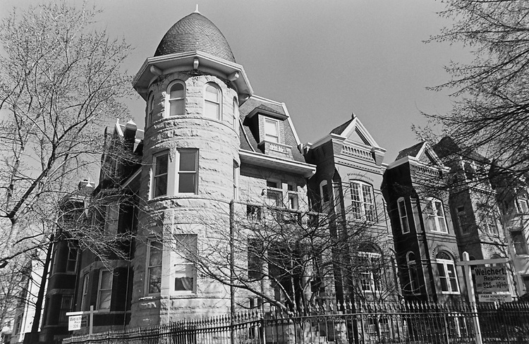 House for sale, on E Capitol Street, on March 10, 1997. (Photo by Maureen Keating/CQ Roll Call via Getty Images)