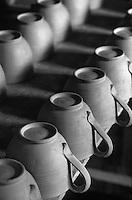 Europe/France/84 /Vaucluse/Brantes: Poteries en cours d'élaboration dans l'atelier de Martine Gilles et Jaap Wieman Artisans Potiers - Tasse à café