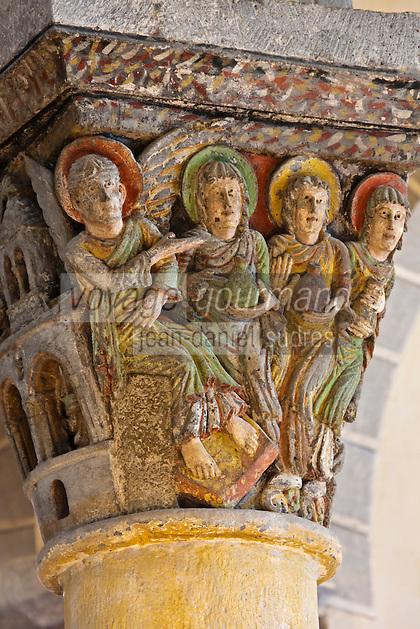 Europe/France/Auverne/63/Puy-de-Dôme/Parc Naturel Régional des Volcans/Saint-Nectaire: L'église de Saint-Nectaire est une église romane -  Détail chapiteau:  Un ange s'entretient avec trois Saintes Femmes