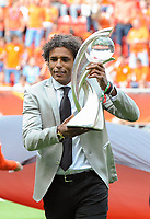 20170806 - ENSCHEDE , NETHERLANDS : Dutch Pierre Van Hooijdonk shows the trophee to the fans  pictured before the female soccer game between The Netherlands and Denmark  , the final at the Women's Euro 2017 , European Championship in The Netherlands 2017 , Sunday 6th of August 2017 at Grolsch Veste Stadion FC Twente in Enschede , The Netherlands PHOTO SPORTPIX.BE | DIRK VUYLSTEKE