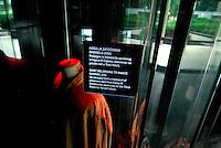 Jasenovac / Croazia.Il Campo di concentramento di Jasenovac fu il più grande campo di concentramento costruito nei Balcani durante la seconda guerra mondiale, creato dallo Stato Indipendente di Croazia, retto di fatto da Ante Paveli, alleato delle potenze dell'Asse..Si trova nei pressi dell'omonimo paese sulle rive del fiume Sava, ad un centinaio di chilometri a sud-est di Zagabria, vicino all'attuale confine croato-bosniaco..Nell'area di Jasenovac e nella vicina Stara Gradisca furono uccisi almeno 500.000 serbi, oppositori del regime, ebrei e rom..Durante il recente conflitto degli anni '90, la zona fu contesa tra serbi e croati ed il museo fu gravemente danneggiato. Restaurato nel 2004 è stato riaperto al pubblico con nuove sale e postazioni interattive che grazie a filmati storici e supporti digitali riportano i visitatori alle atmosfere ed alla tragedia che si è svolta in quei luoghi..Foto Livio Senigalliesi..Jasenovac / Croatia.Jasenovac concentration camp was the largest extermination camp in the Independent State of Croatia (NDH) and occupied Yugoslavia during World War II. The camp was established by the Croatian Ustasha regime in August 1941 and dismantled in April 1945. In Jasenovac, the largest number of victims (at least 500.000) were ethnic Serbs, whom Ante Paveli considered the main racial opponents of Croatia, alongside the Jews and Roma peoples..During the recent conflict the Museum have been looted and heavy demaged by croat forces and rebuilt in 2004. .Photo Livio Senigalliesi