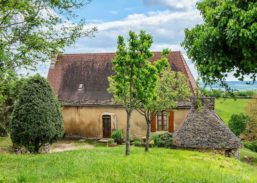 An interesting house in a beautiful setting in the tiny village of Cazenac, adjacent to Beynac.