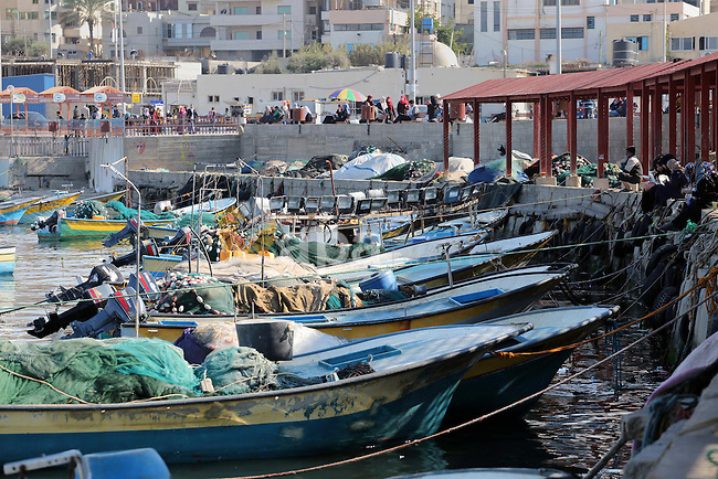 Palestinian fishermen ride their boat at the coast of Gaza city on Dec. 22, 2015. Israeli naval forces early Tuesday detained 14 Palestinian fishermen off the coast of the Gaza Strip near Beit Lahiya and seized their boats, local officials said. Photo by Mohammed Asad