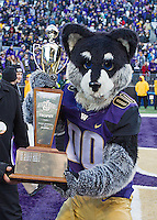 Harry the Husky holds the Apple Cup trophy.