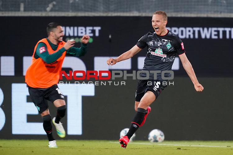 Jubel Ludwig Augustinsson (Werder Bremen #05) nach dem 1:2 mit Leonardo Bittencourt  (Werder Bremen #10)<br /> <br /> <br /> Sport: nphgm001: Fussball: 1. Bundesliga: Saison 19/20: Relegation 02; 1.FC Heidenheim vs SV Werder Bremen - 06.07.2020<br /> <br /> Foto: gumzmedia/nordphoto/POOL <br /> <br /> DFL regulations prohibit any use of photographs as image sequences and/or quasi-video.<br /> EDITORIAL USE ONLY<br /> National and international News-Agencies OUT.