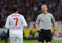 FUSSBALL   1. BUNDESLIGA  SAISON 2012/2013   9. Spieltag   VfB Stuttgart - Eintracht Frankfurt      28.10.2012 Schiedsrichter Peter Gagelmann (re) und Martin Harnik (VfB Stuttgart)