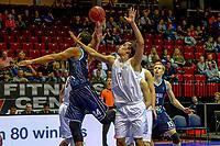 GRONINGEN - Basketbal, Donar - Weert, Dutch Baketball League, seizoen 2018-2019, 07-10-2018, Donar speler Arvin Slagter met Weert speler Jules Schild