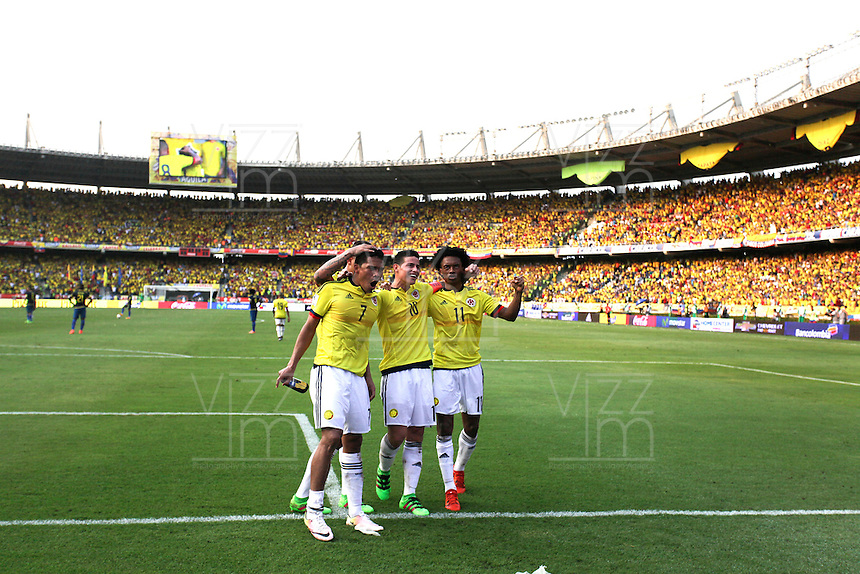 BARRANQUILLA - COLOMBIA -29-03-2016: Carlos Bacca (Izq) jugador de Colombia celebra con James Rodriguez y Juan Cuadrado después de anotar un gol a Ecuador durante partido de la fecha 6 para la clasificación a la Copa Mundial de la FIFA Rusia 2018 jugado en el estadio Metropolitano Roberto Melendez en Barranquilla./  Carlos Bacca (L) player of Colombia celebrates with James Rodriguez and Juan Cuadrado after scoring a goal to Ecuador during match of the date 6 for the qualifier to FIFA World Cup Russia 2018 played at Metropolitan stadium Roberto Melendez in Barranquilla. Photo: VizzorImage / Ivan Valencia / Cont