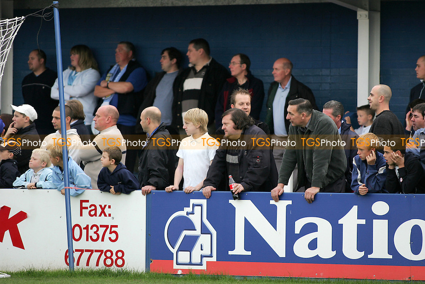 Grays Athletic Football Club Fans - 22/10/05 - MANDATORY CREDIT: Gavin Ellis/TGSPHOTO - SELF-BILLING APPLIES WHERE APPROPRIATE. NO UNPAID USE -  Tel: 0845 0946026